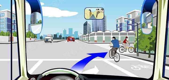 驾驶机动车在这个路口右转弯时要避让非机动车。