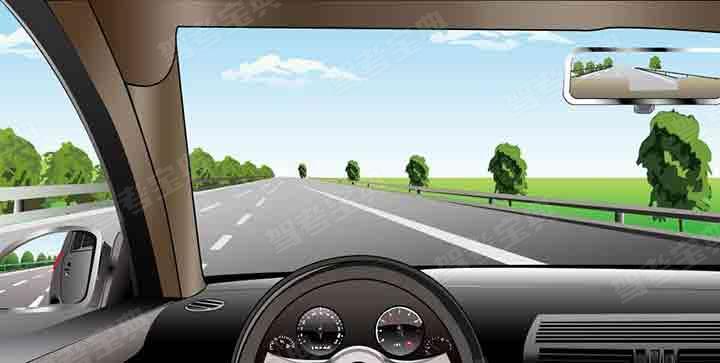 如图所示,在高速公路同方向三条机动车道右侧车道行驶,车速不能低于多少?