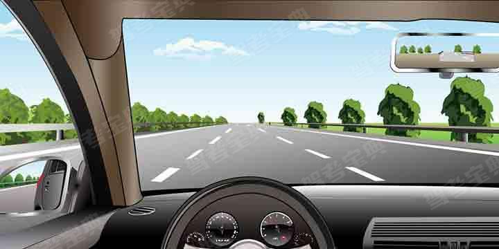 如图所示,在高速公路同方向三条机动车道中间车道行驶,车速不能低于多少?