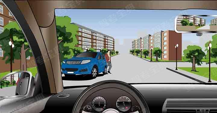 如图所示,在这种情况下通过路口,应该怎么行驶?