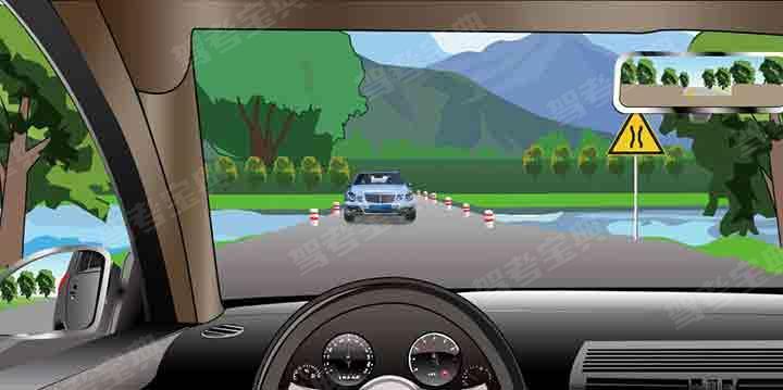 如图所示,行车中遇到这种情况应当如何安全会车?