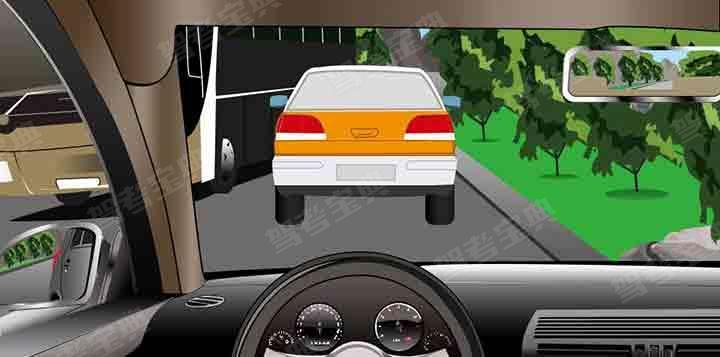 如图所示,驾驶机动车在这样的狭窄路段会车,驾驶人应当减速靠右并保持安全横向距离。