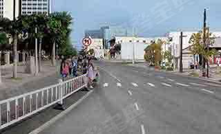 在半封闭道路上行车,遇行人准备通过道路时(如图所示),教练员应提示学员___。