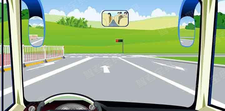 如图,驾驶机动车在该位置不能变更车道。