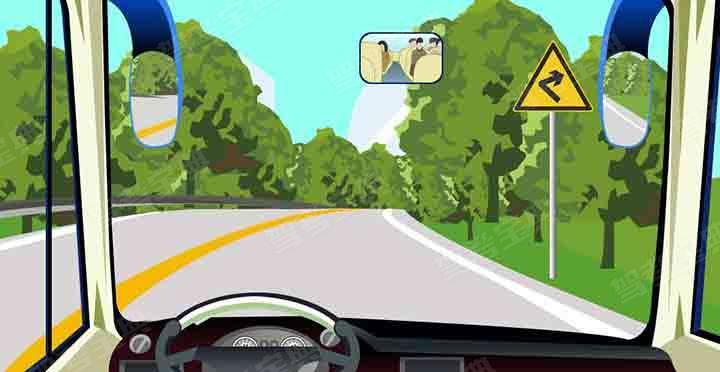 在这种条件的道路上怎样行驶才安全?