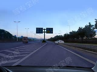 如图所示,驾驶机动车在城市快速路出口匝道处,遇到前方车辆未按规定从辅道进入快速车道时,___。