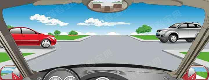 在路口直行时,遇这种情形如何通行?