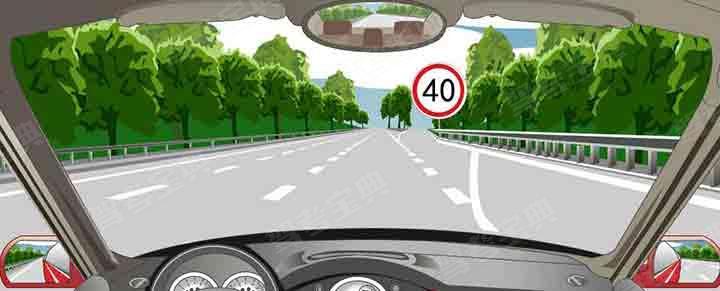 进入减速车道时怎样使用灯光?