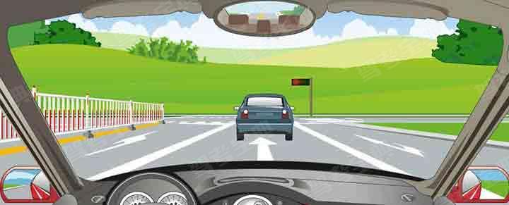 驾驶机动车在该位置不能变更车道。