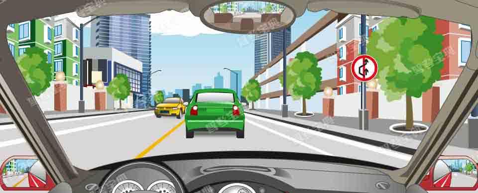 驾驶机动车在这个路段允许超车。