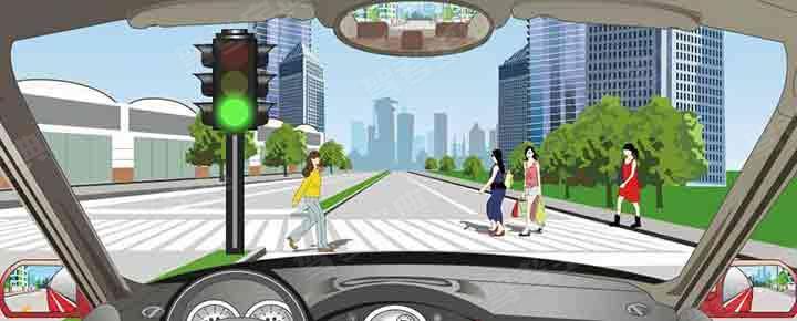 驾驶机动车在这个位置怎样安全通过?