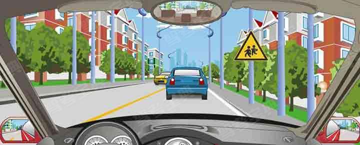 驾驶机动车看到这个标志时要及时减速。