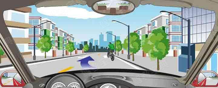 路面中心黄虚线指示在保证安全的情况下可以越线超车。