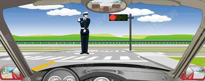 交通警察发出这种手势可以向左转弯。