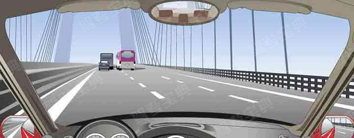 遇到这种跨江、河、海大桥时,可能会遇到横风,要控制好方向。