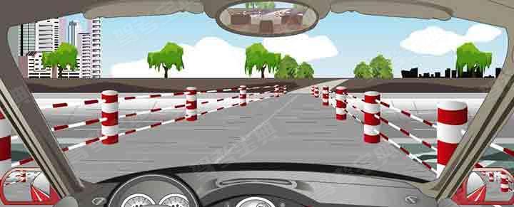 通过这种路面条件较好的窄桥怎样控制车速?