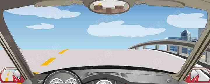 驾驶机动车在这种情况下要加速冲过坡顶。
